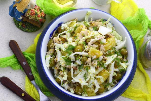 Салат с пекинской капустой, курицей и апельсинами