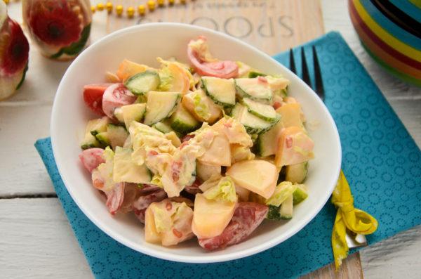 Салат с сулугуни и помидорами