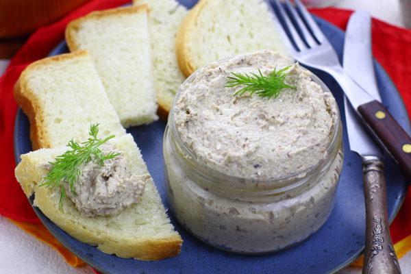 Закуска из шпротов с плавленым сыром