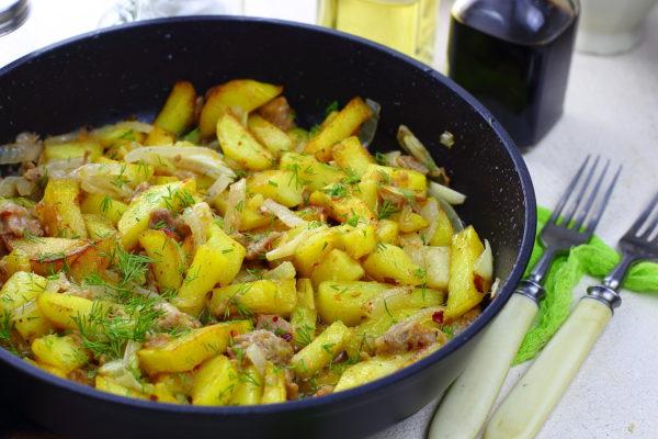 Жареная картошка с тушенкой