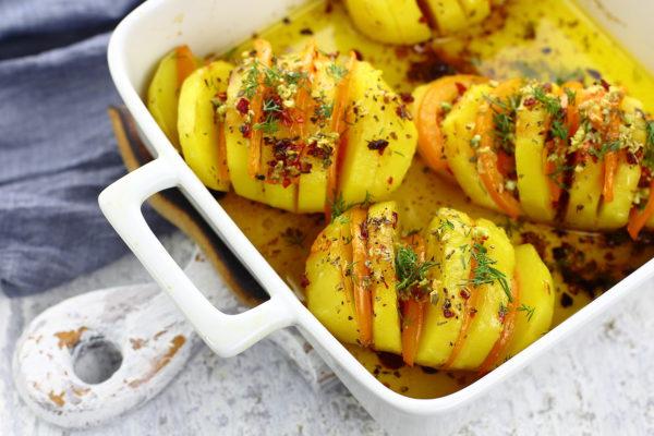 Картошка-гармошка с помидорами