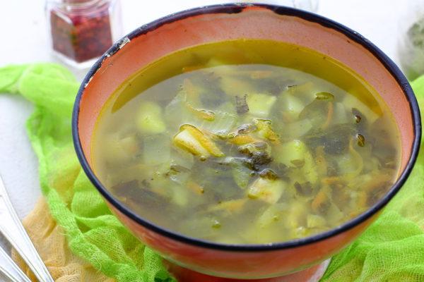 Постный суп с солеными огурцами и кускусом