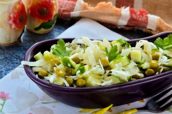 Салат с квашеной капустой и горошком