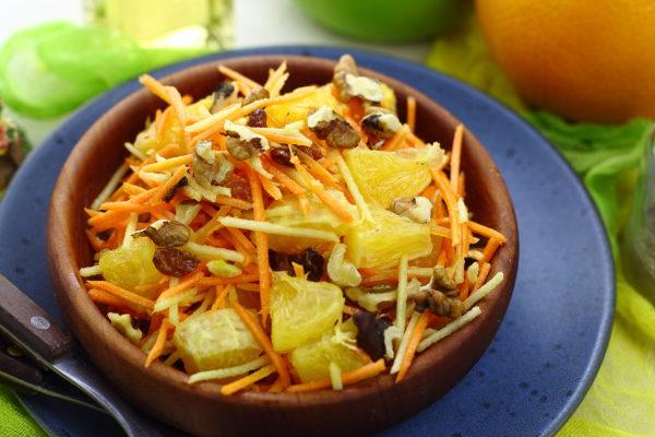 Салат с морковью, яблоком и апельсином