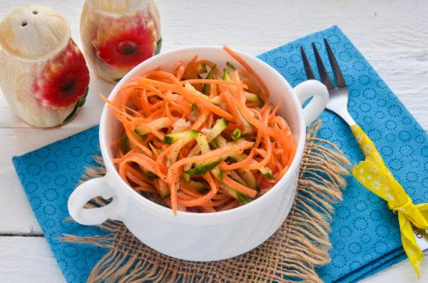 Корейский салат из огурцов и моркови
