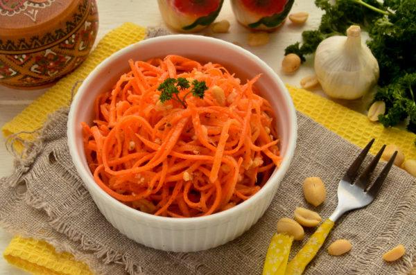 Морковь по-корейски с арахисом