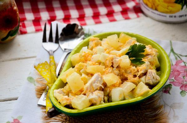 Салат Гавайский с ананасами и курицей