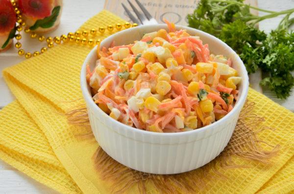 Салат с корейской морковью, кукурузой и яйцом