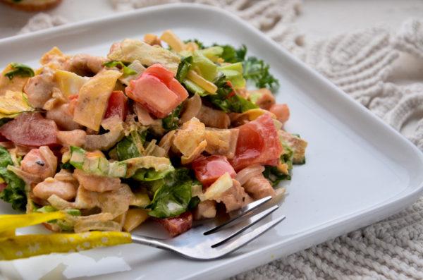 Салат с яичными блинчиками, курицей и помидором
