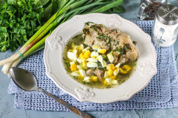 Зеленый суп с щавелем и яйцом