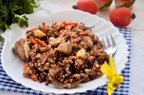 Плов из гречки со свининой