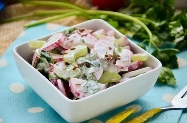 Салат с редисом и сельдереем