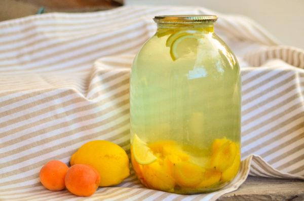 Компот из абрикосов и лимона на зиму без стерилизации