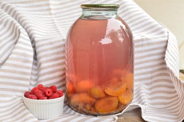 Компот из абрикосов и малины на зиму без стерилизации