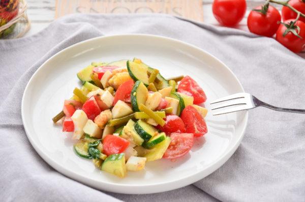 Салат со стрелками чеснока