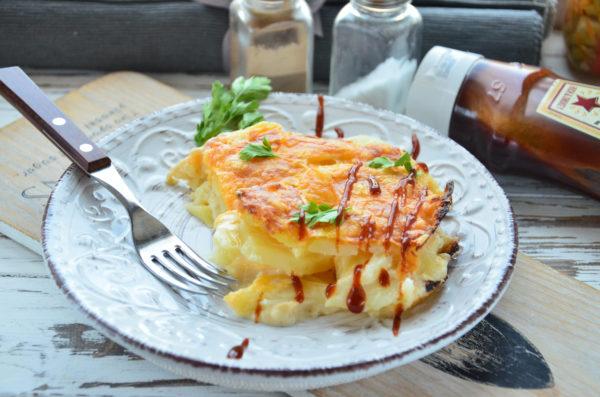 Картофель, запеченный в сметанном соусе