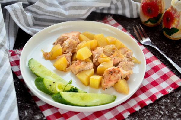 Курица с молодым картофелем в духовке