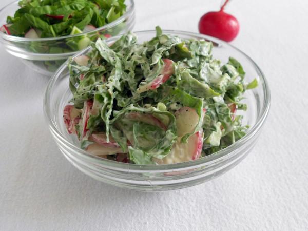 Салат с щавелем и редиской
