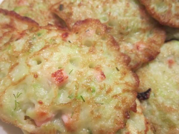 Кабачковые оладьи с укропом и вареной колбасой