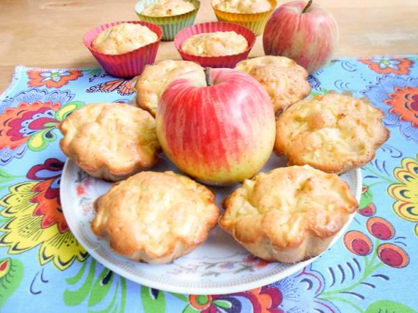 Кексы с яблоками, изюмом и кокосовой стружкой