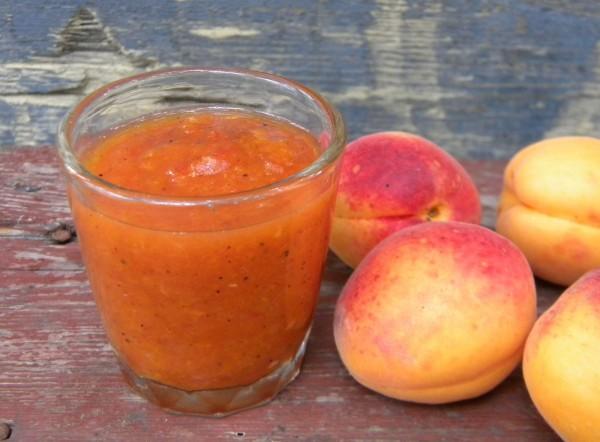 Кисло-сладкий соус из абрикосов и овощей