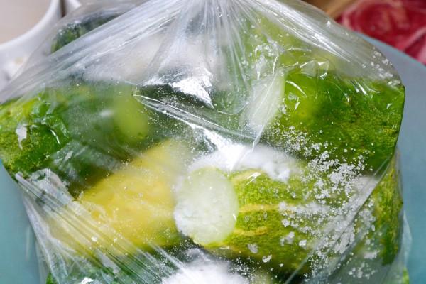 Малосольные огурцы быстрого приготовления в пакете