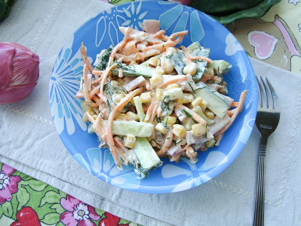 Пикантный салат с корейской морковью и ветчиной