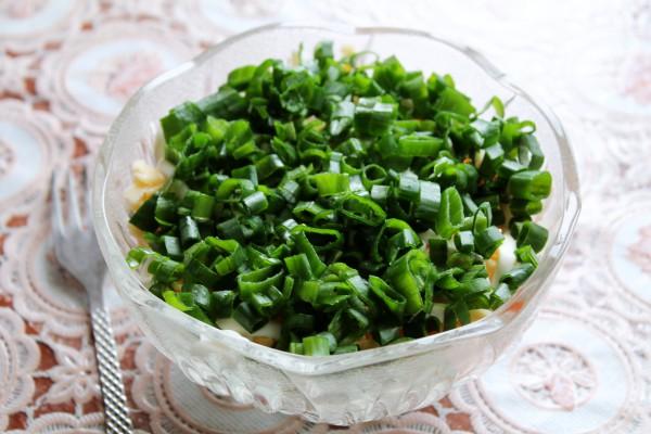Слоеный салат с куриным филе