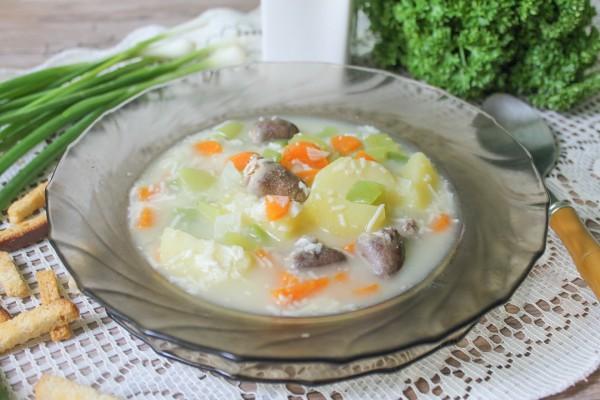 Сырный суп из плавленных сырков с куриными сердечками