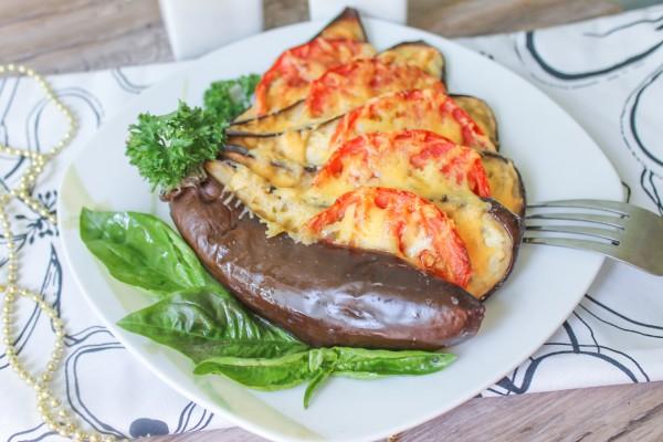 Веер из баклажанов, помидоров и сыра