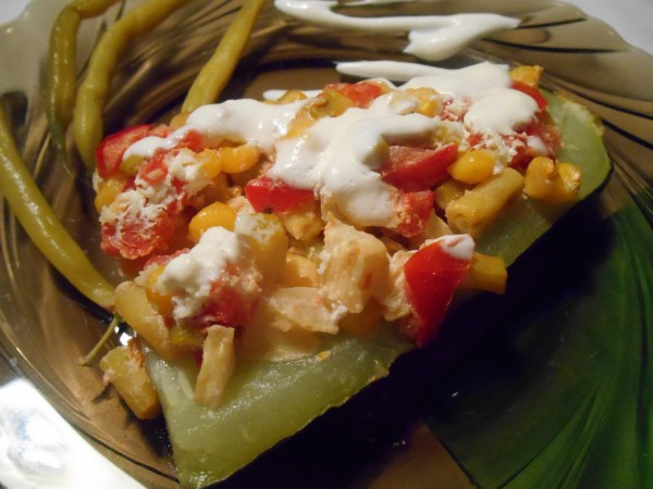 Запеченные кабачки-лодочки с овощной начинкой