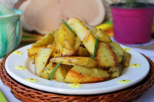 Картофель, запеченный дольками в духовке