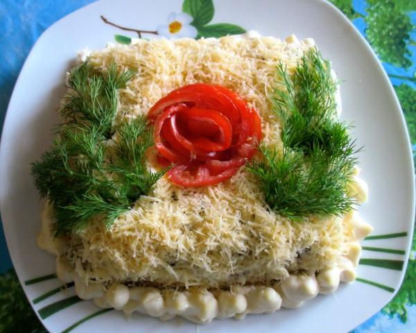 Салат с кальмарами и куриными желудками