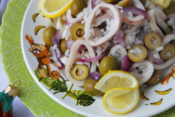 Салат из кальмаров с красным луком
