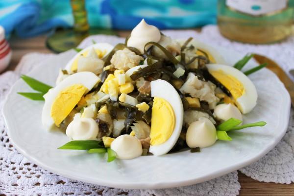 Салат из рыбы с морской капустой
