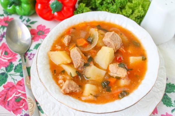 Суп-гуляш по-венгерски из свинины