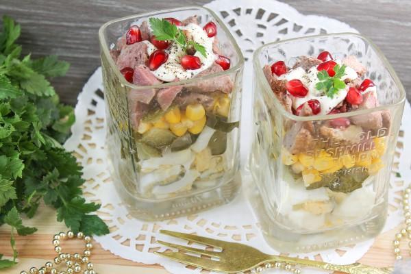 Салат с утиным мясом и кукурузой