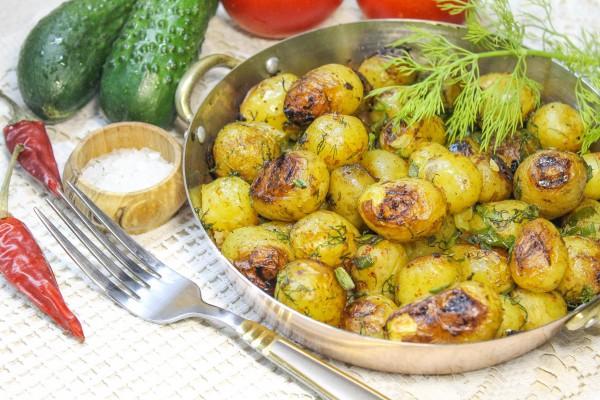 Запеченный молодой картофель в фольге