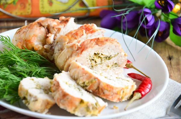 Куриная грудка, запеченная с сыром и зеленью в рукаве