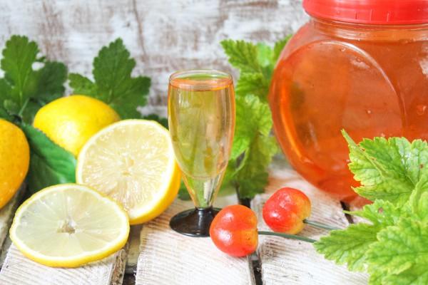 Наливка из черешни с лимоном