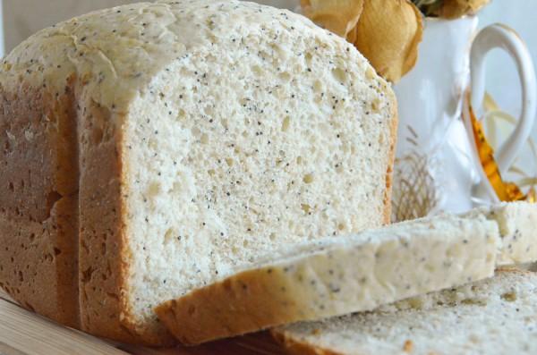 Пшеничный хлеб с маком и овсянкой в хлебопечке