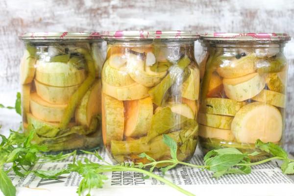 Маринованные кабачки на зиму с малиновым уксусом