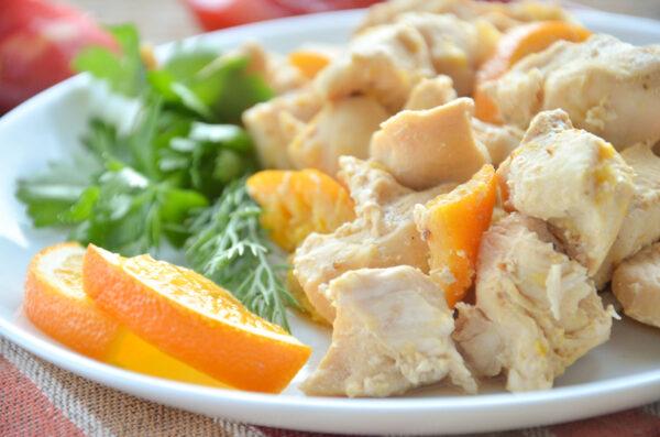 Курица, запеченная с апельсинами в мультиварке