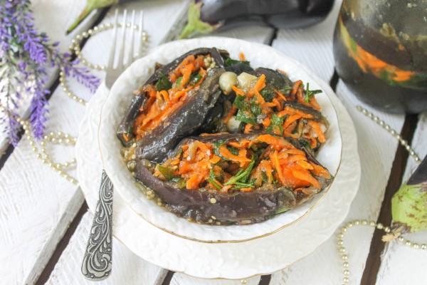 Соленые баклажаны, фаршированные морковью и зеленью