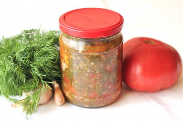 Салат из помидоров с чесноком и укропом на зиму