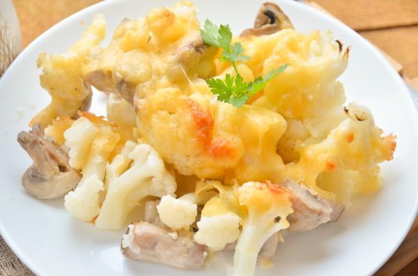 Цветная капуста с грибами и сыром в духовке