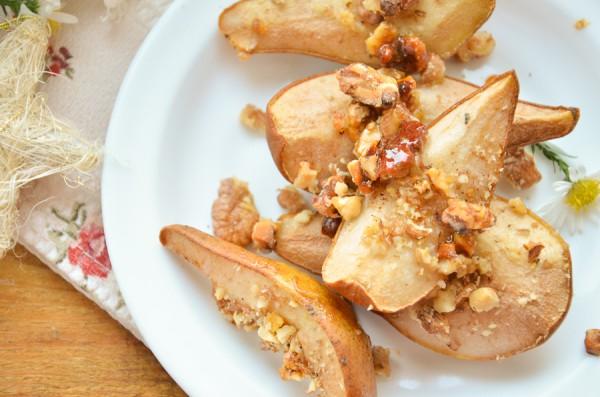 Груши, запеченные с медом и орехами