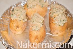 kartofel-s-chesnokom-i-salom-v-duhovke7