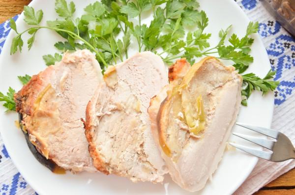 Свинина в духовке с яблоками и луком