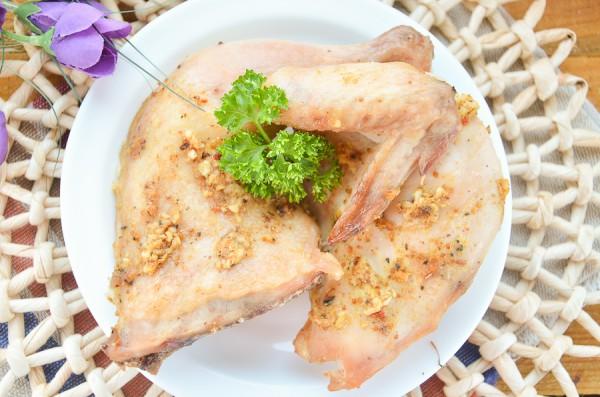 Цыпленок, запеченный в духовке с чесноком